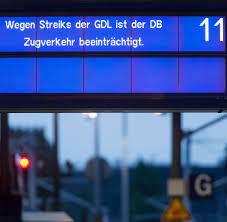 Sie wird zunächst eine urabstimmung durchführen. Streik Bei Der Deutsche Bahn Nachfrage Nach Bustickets Steigt Um Bis Zu 70 Prozent Welt