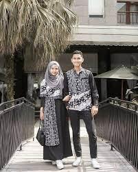 Hal ini bertujuan agar kedua pasangan tetap terlihat lebih istimewa. Tak Perlu Pusing Pilih Baju Kondangan Cek Inspirasi Baju Couple Ini Yuk