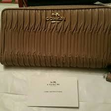 Coach Madison gathered leather zip wallet