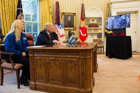 oval office decor. Flags And Decor | Courtesy Of The White House Oval Office F