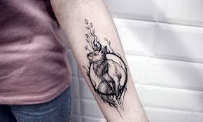 модные тату 2018 для девушек татуировка на руке на пояснице на