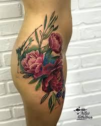 тату цветная реализм букет цветов на бедре тату цветы на бедре реализм