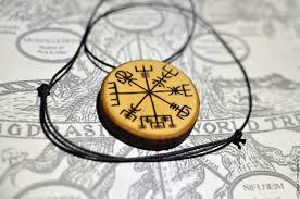 рунический компас вегвизир указатель верного пути