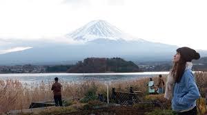 ภูเขาไฟฟูจิ 🗻 ริมทะเลสาบคาวากูจิโกะ ญี่ปุ่น ใหญ่อลังการมากๆ Fuji  Kawaguchiko Japan - YouTube