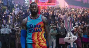 LeBron James und Bugs Bunny im ...