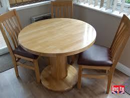 oak round table with pedestal leg