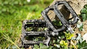 nukeproof s horizon pro flat pedals are tough adjule and ious