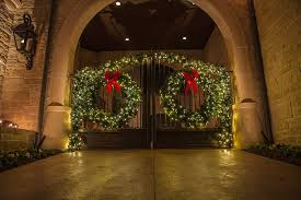 outdoor wreaths with lights 10