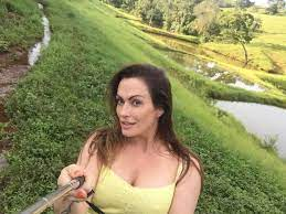 Após morte do namorado, Núbia Oliiver se refugia em fazenda no interior de  Minas Gerais - Fotos - R7 Famosos e TV