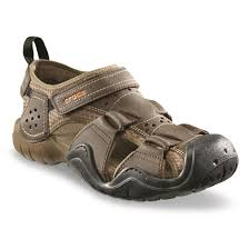 crocs men s swifer leather 2 0 fisherman sandals espresso walnut
