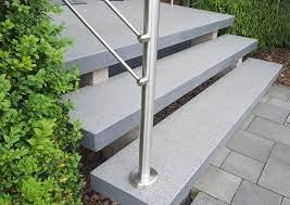 Sie stehen für beständigkeit und verleihen ihrem außenbereich zu ihrer modernen ausstrahlung auch die zarte aura von luxus. Granit Treppen Granitpreise Von Natursteindesign Rompf Granit