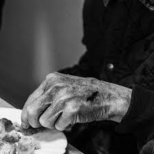 Resultado de imagen de ancianos blanco y negro