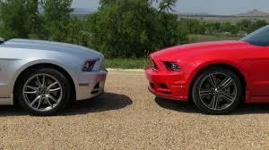 2013 Ford Mustang GT vs V6 Mustang 0-60 MPH Mile High Mashup Test ...