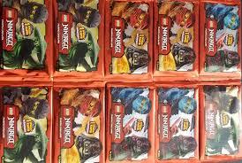 LEGO 10 Booster Ninjago Karten Serie 2 - 10 Pack á 5 Sammelkarten: Amazon.de:  Spielzeug
