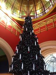 Queen Victoria Building (QVB): Christmas tree decorated with crystals.