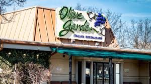 former manager of the world s largest olive garden shares his craziest stories and secrets