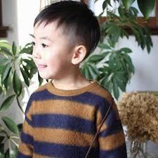 キッズヘアカタログ男の子のトレンドの髪型をご紹介しますウーマン