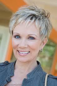 Korte Haarstijlen Voor Vrouwen Vanaf 50 Jaar Met Krullend Haar