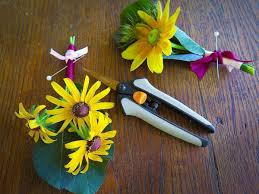 boutonnieres with micro tip snips