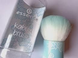 kabuki brush use. rounded kabuki brush use i