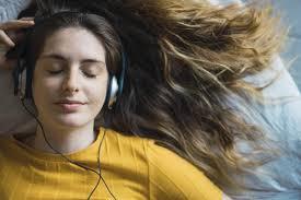 Cinq bonnes raisons d'écouter de la musique relaxante - Madame Figaro