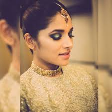 gold tone makeup works perfect for both day and night ceremony