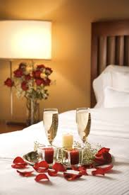 romantic ideas for him in a hotel decorating the bedroom evening