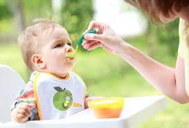 Bé 4 tháng tuổi nên ăn dặm những gì? - Dinh Dưỡng