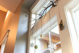 tips for how to hang garland wreaths and stockings without nails
