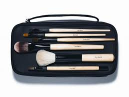 bobbi brown is known in the industry for simplifying beauty for the everyday woman so it es as no surprise that this modest collection of brushes ticks