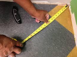 installing vinyl flooring tiles