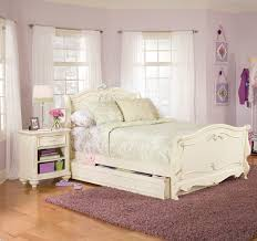 White full size bedroom set – Bedroom at Real Estate