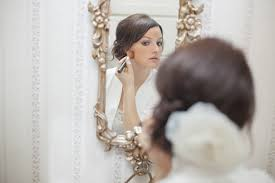 85mm photography took this photo of a bride applying her makeup at the lowell inn in