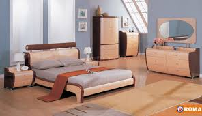 Maple Furniture Bedroom Maple And Cherry Finish Modern Roma Bedroom With Curved Lines