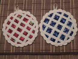 adorable quilted pot holders - look just like pies! | Quilt Stuff ... & Pie Hotpads: If the fabric is ever located, jumbo rickrack folded over and  insulbrite, of course. Adamdwight.com