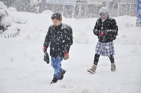 karda okula giden çocuk resimleri ile ilgili görsel sonucu