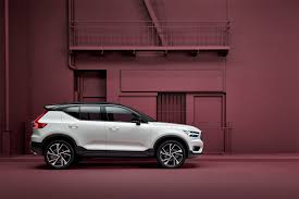 2018 volvo semi. plain volvo the xc40 will also come with pilot assist volvou0027s semiautonomous safety  system that aids steering at speeds up to 80mph and can control the acceleration  and 2018 volvo semi e