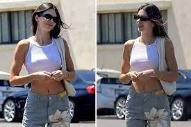 Kendall Jenner showcases washcloths at ...