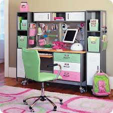 originales escritorios para los mas pequeños