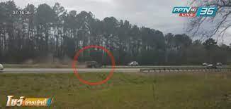 """วินาทีช็อค! รถชนเฉียดขบวนรถ """"ทรัมป์"""" : PPTVHD36"""