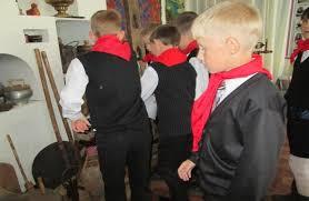 отчет по музейной практике В игре принимали участие две команды по цвету галстуков красные и синие