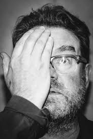 ISOLATIONS: Zmarł Vaughan Oliver: projektant legendarnych okładek wytwórni  4AD