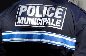 Ce jeune homme de 16 ans a roué de coups un policier municipal en pleine rue. Il doit être présenté à un juge des enfants à Créteil ce vendredi.