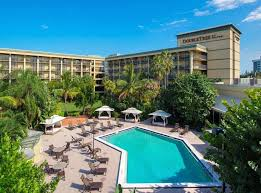 doubletree hotel palm beach gardens. Beautiful Hotel Doubletree By Hilton  Palm Beach Gardens Outdoor Pool To Hotel Gardens O