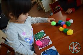 Colors worksheets for preschool and kindergarten students. Free Pearl Color Matching Activity