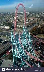 Luftaufnahme der Achterbahnfahrt an ...