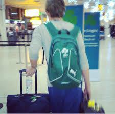 Znalezione obrazy dla zapytania louis i niall na lotnisku