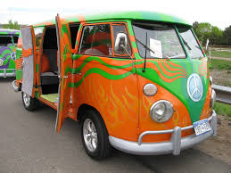 Hippie Buses More Vws On The Green Gus The Vw Bus
