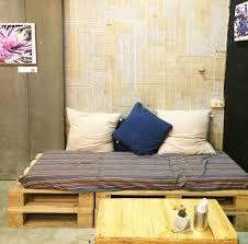 Eine lounge aus paletten ist ausserdem grösser und sieht extrem cool aus! Palettenbett Selber Bauen Alles Was Du Wissen Musst I Ecoyou