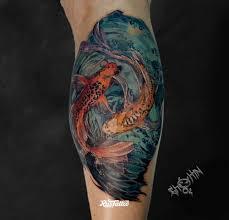 фото татуировки карпы кои в стиле реализм татуировки на икре